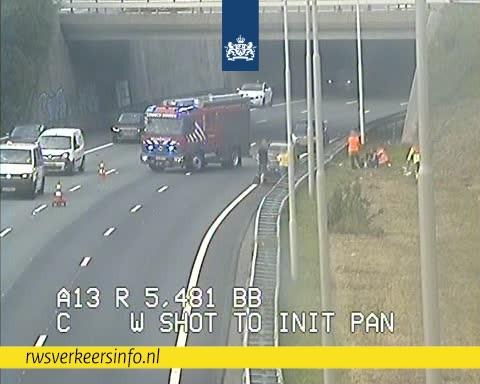 ⛔️   De #A13 richting Rotterdam is ter hoogte van Delft-Noord DICHT door een ongeluk. Richting Rotterdam? Vanaf knp. Ypenburg leiden we je om via de A4 en A20. https://t.co/WPoYHn5md6