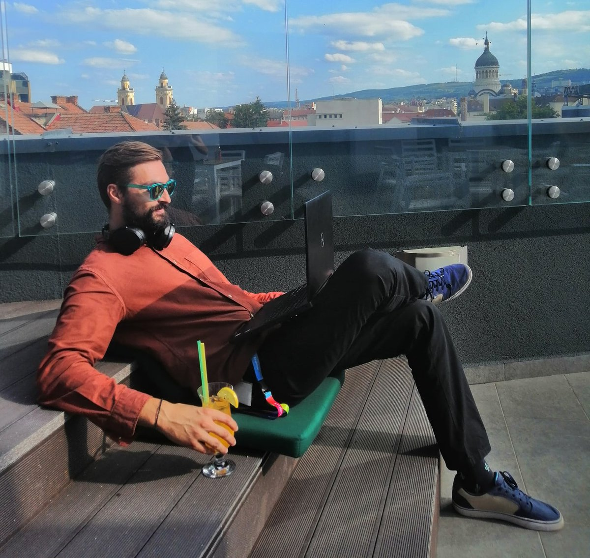Days are better when you prepare for your online meeting on the terrace, with a great view and fresh orange juice! #LifeAtNTTDATA #NTTDATARomania #NTTDATATower #clujnapoca #clujview #bestoftheday https://t.co/g8TarzRTmp