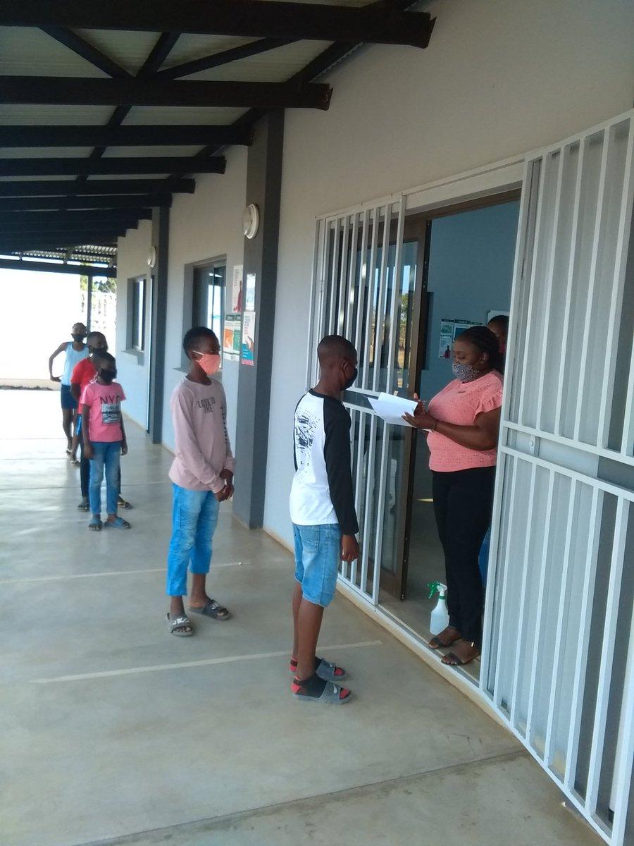 Screening and sanitizing for grade 6 afternoon programme #ReimagineEducationWithUs @GwfOnline @DumphriesDLC https://t.co/htlbjfnjZx