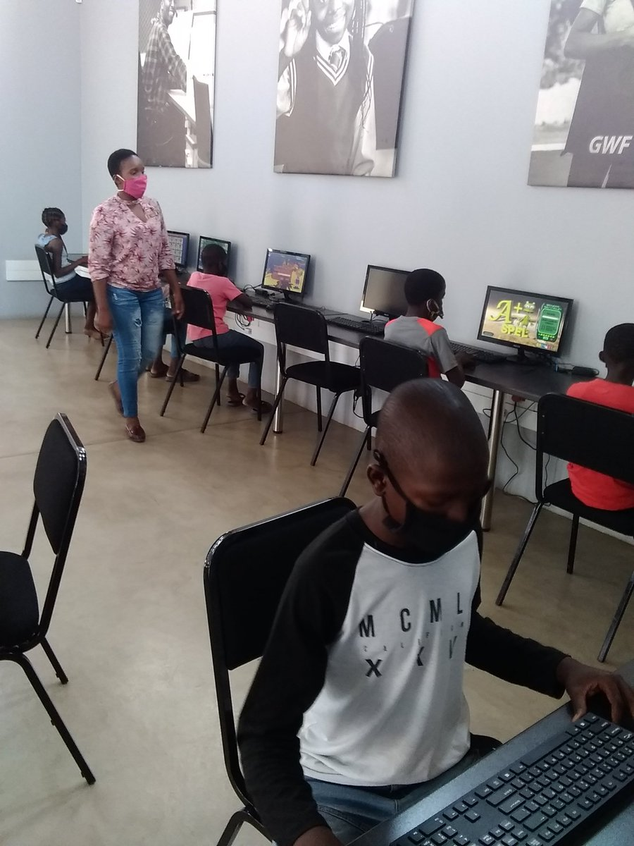 #OpenLearningAcademy afternoon lessons with the grade6 children @DumphriesDLC @GwfOnline https://t.co/KROyT9by75