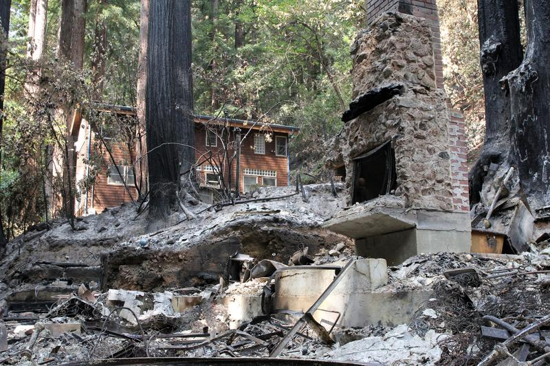 'It made a lot of ash': California lightning fire torches family cabin https://t.co/tCNFWE0hN3 https://t.co/7dYHoK5TII