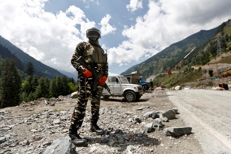 Indian, China troops exchanged gunshots twice last week as tensions rose https://t.co/FgnUOcp2Iv https://t.co/eMpZCuPx6e