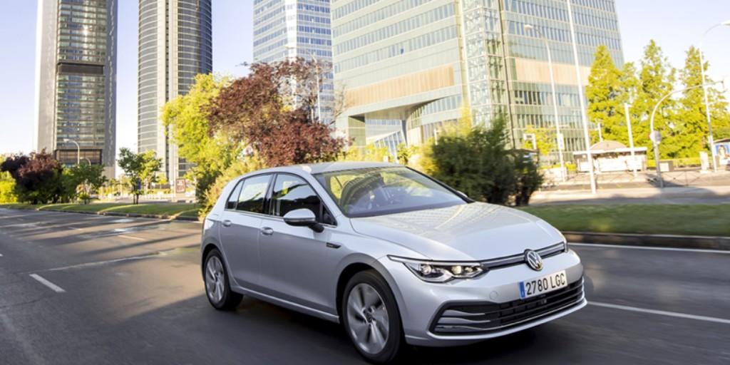 ¡Esta es muy fácil! ¿Qué modelo de #VW y qué ciudad ves en esta foto? ¡Minipunto extra para los que sepan la calle ⭐! #Volkswagen https://t.co/7t3NLybAo1