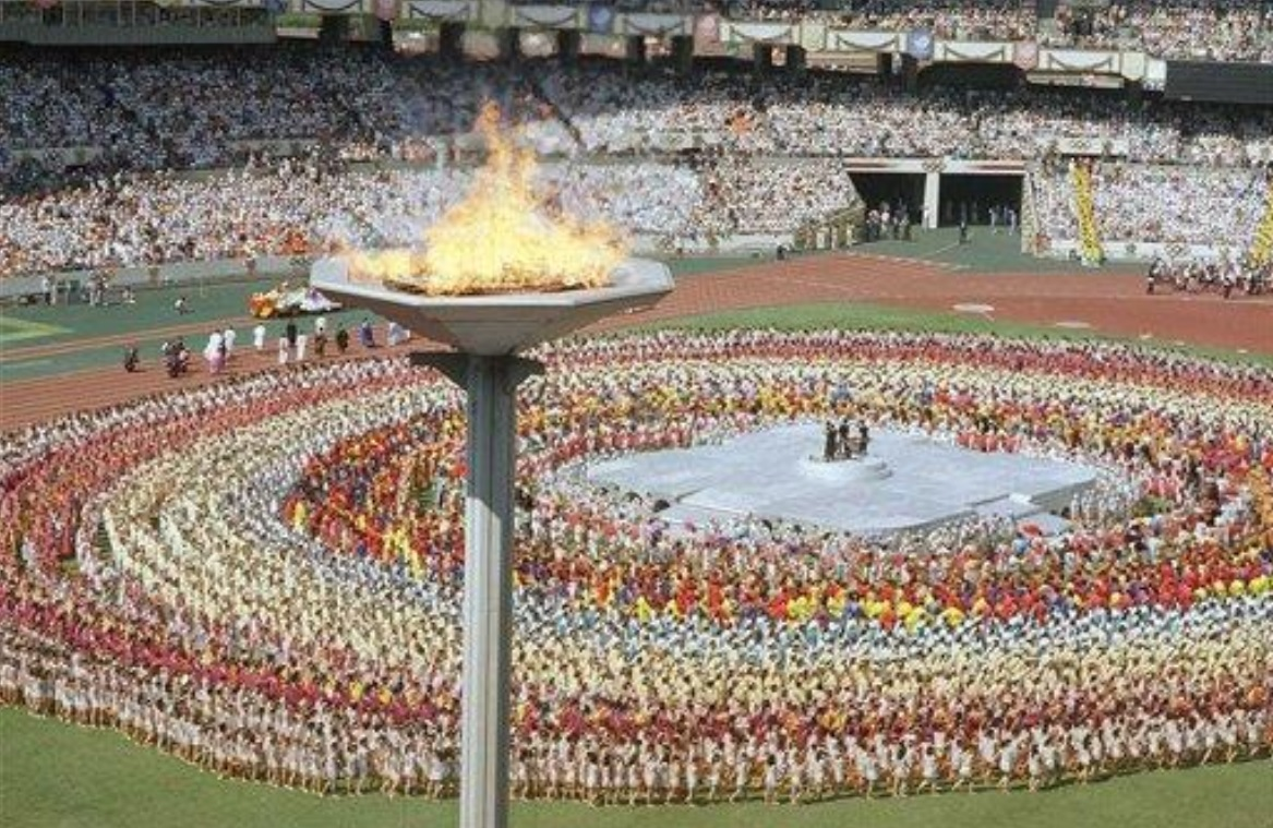 Olympic stadium in Seoul on this date September 17 in 1988. Photo by Mark Duncan. #OTD https://t.co/JY29AJ17iO