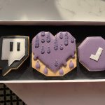 """Thanks @Twitch, even tho I'm an """"athlete"""" I'm gonna eat them! 😁"""