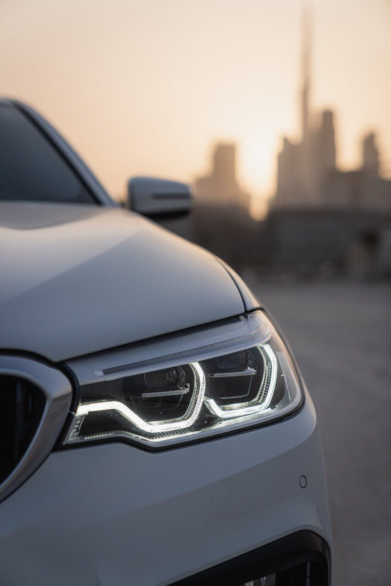 Time for a professional close-up.   #BMW5Series #BMWAGMC https://t.co/baaTDIi29Y