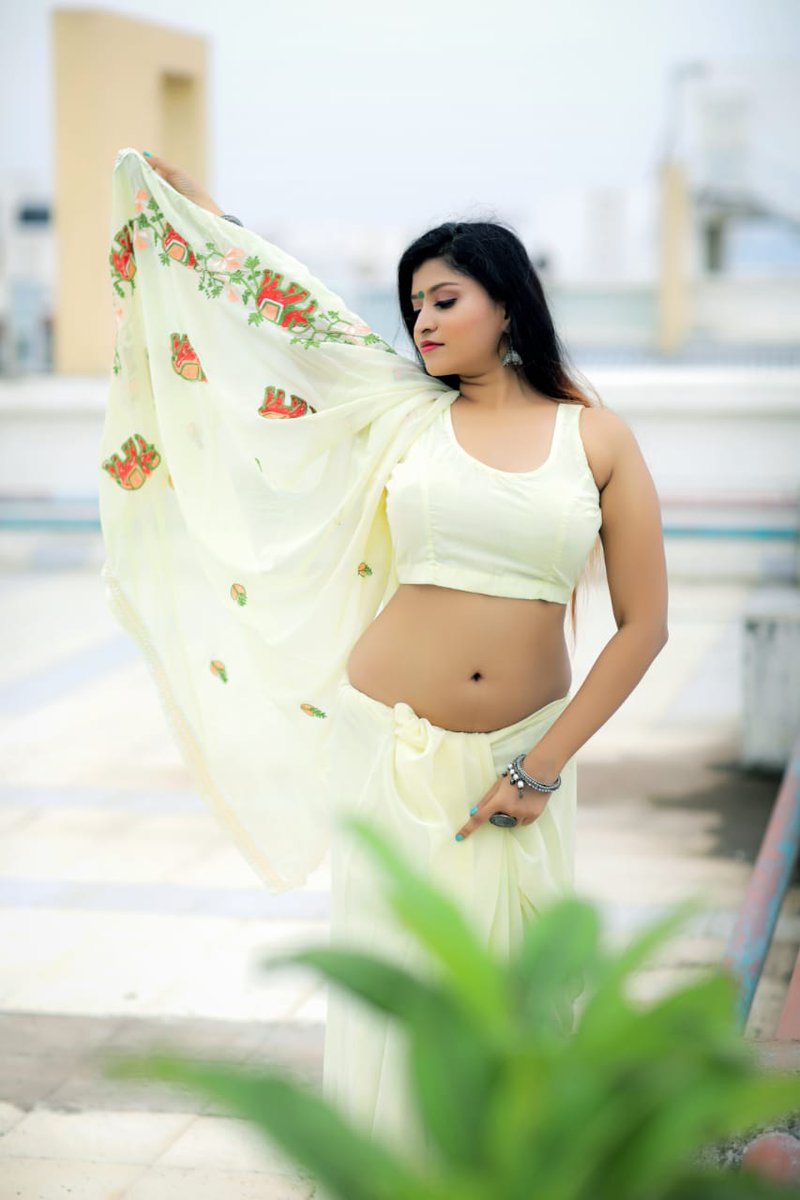Hot Doll #Kommal 😍📸  @kommalofficial  @Prabhastylish https://t.co/DRiussN35T