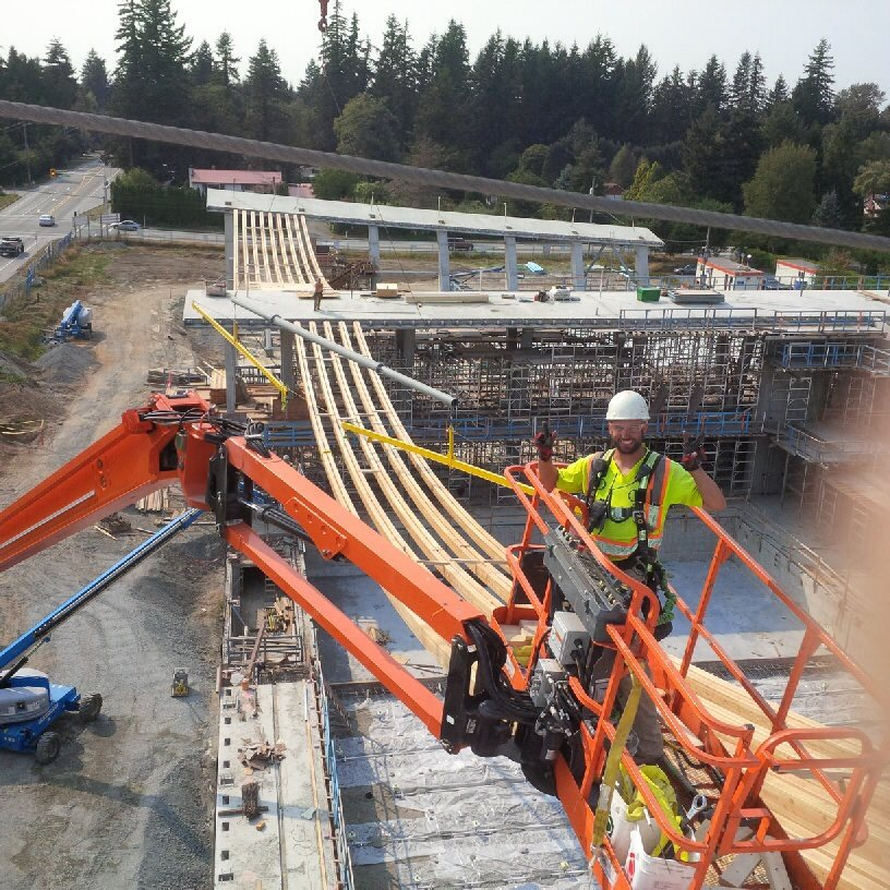 #TeamSeagate did an incredible job installing these beams. Did you know that this project features the longest span timber catenary roof built to date, coming in at 188 feet? #ThrowbackThursday #masstimber https://t.co/SSNfgN7p5l