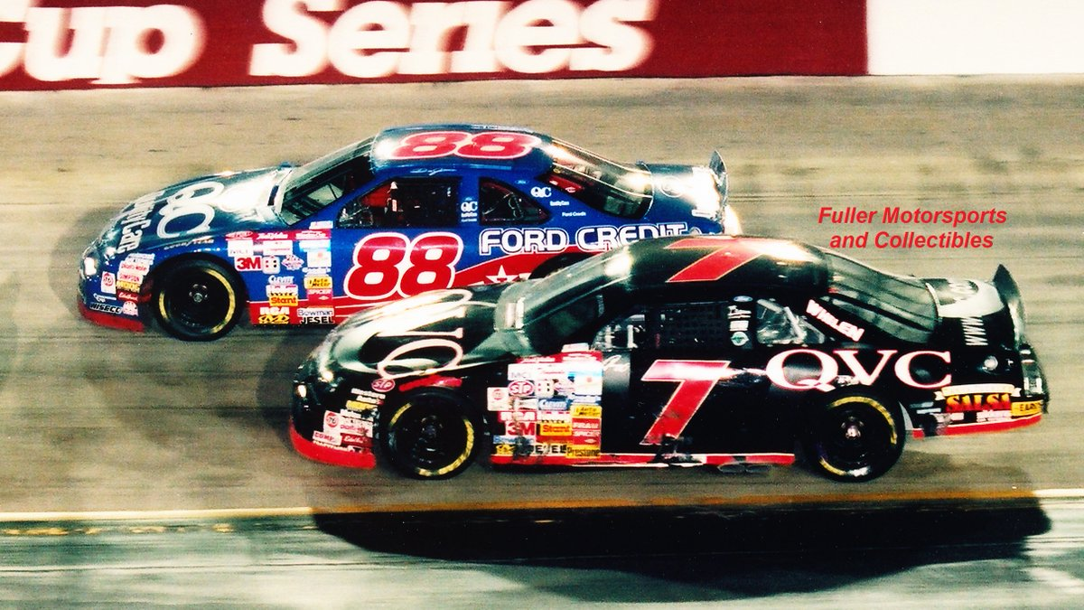 #ItsBristolBaby 🏁 Dale Jarrett won the #Bristol Night Race in 1997. #DJ won 7 @NASCAR Cup races in 1997 & was only 14 points shy of catching Jeff Gordon for the championship. With 6 races left in the season, Jarrett was 222 points behind Gordon & 87 points behind Mark Martin.