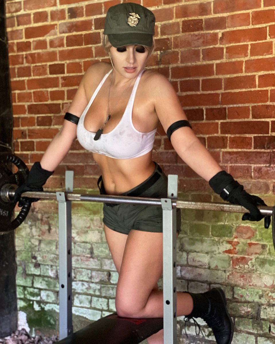 BTS of my Sonya Blade shoot coming to Patreon this month ^_^   https://t.co/BcwVxNQ5hC https://t.co/SolMACyVt9