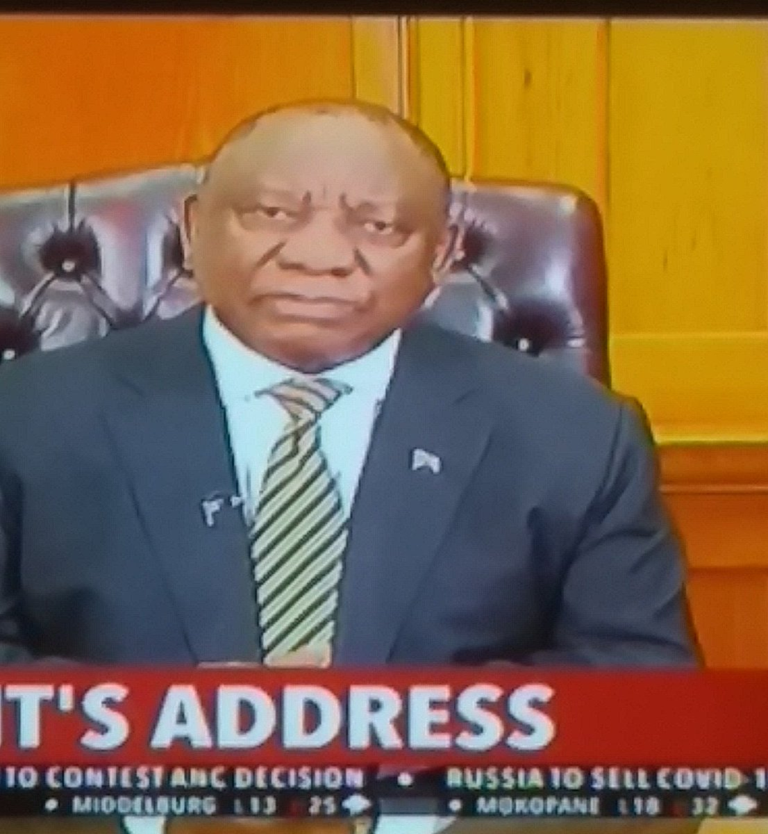 When a #FellowSouthAfricans #CyrilRamaphosa is about to lie to fellow South Africans 🤔🙄😏 https://t.co/77F9cFlos7