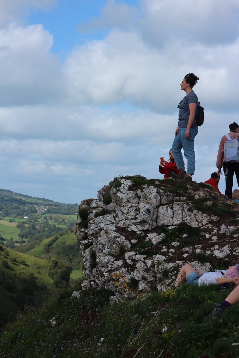 Here's a fun game. See if you can spot the exact moment where @HopeBolger realised she accidentally threw her bag off a cliff.   ...with both our wallets and my headphones in.  #WeNeverSawItAgain https://t.co/zMns6gF5EC