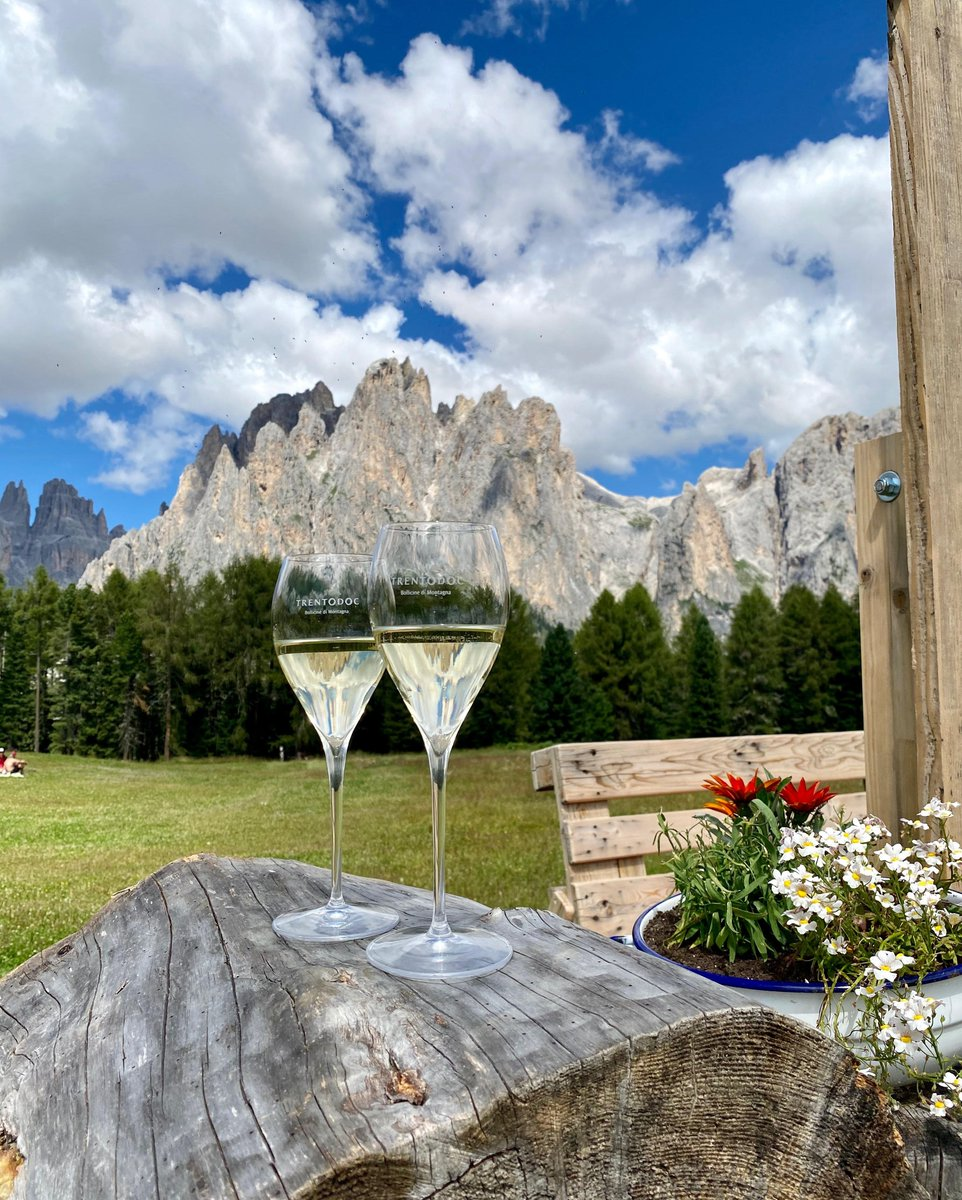 Enjoy the balmy warmth of the last summer afternoons with the Italian bubbles born in the Dolomite mountains #Trentodoc https://t.co/XaBBZoldPU