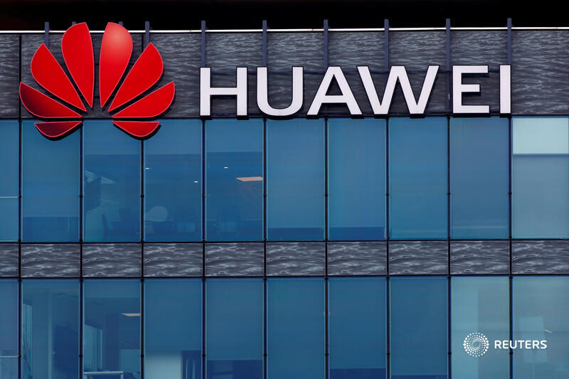Exclusive: Corporate records show two of #Huawei's highest-level executives had ties to a company at the center of the U.S. criminal case against Huawei's CFO, Meng Wanzhou. @stecklow and @mrochabrun report https://t.co/7OrkxPnaOu https://t.co/mrM5P4DDgX