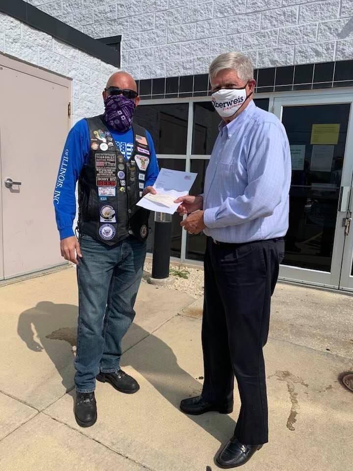 Yesterday I was happy to present @JimOberweis with his endorsement letter and campaign donation from A.B.A.T.E. of Illinois. Jim is endorsed by A.B.A.T.E. of Illinois in the United States Congressional Race in District 14. #twill #IL14 #Illinois #Vote2020 🇺🇸 https://t.co/LGkaXVkF0t
