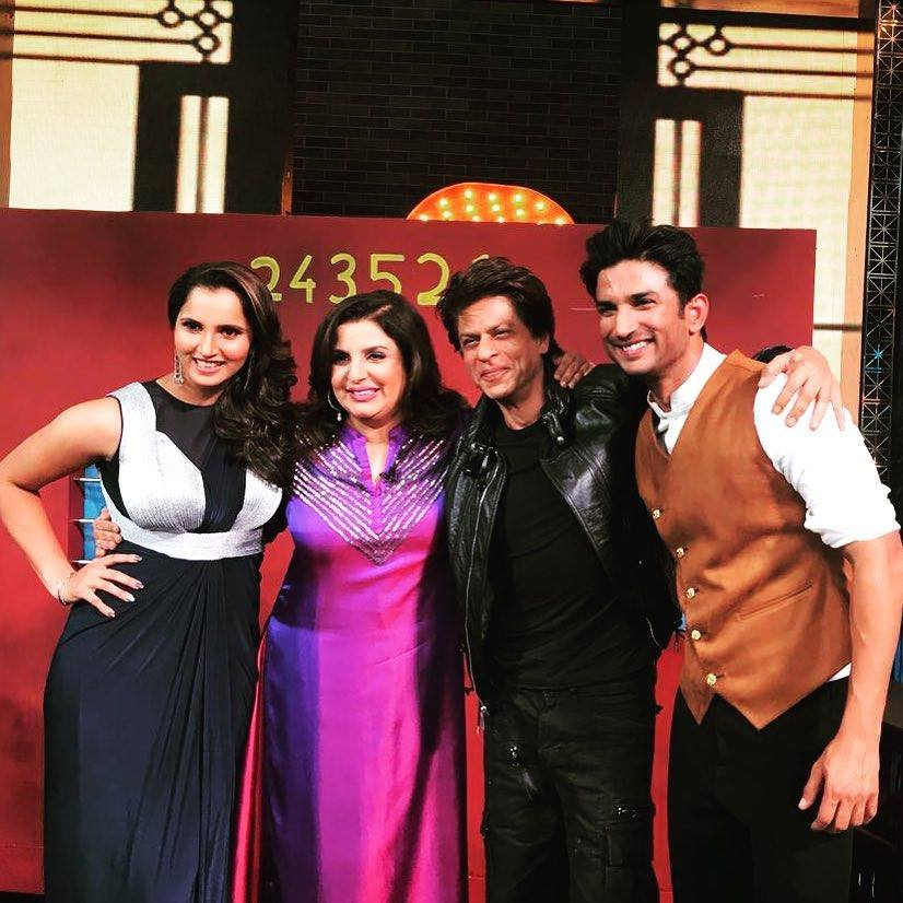 Here's a super throwback of superstars in one frame - Shah Rukh Khan, Sushant Singh Rajput, Sania Mirza and Farah Khan!  #ShahRukhKhan #SRK #Srkians #SushantSinghRajput #SaniaMirza #FarahKhan #ThrowbackThursday #Throwback #SSR https://t.co/2Ix5age5QH