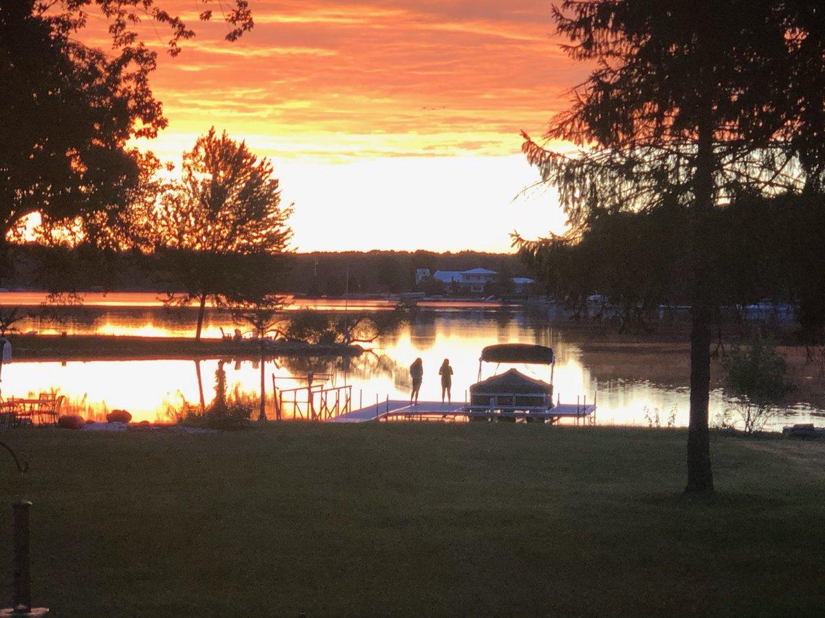 @LaurenYoung Beautiful sunrises #PureMichigan #AskReuters https://t.co/JyfQY2INM0