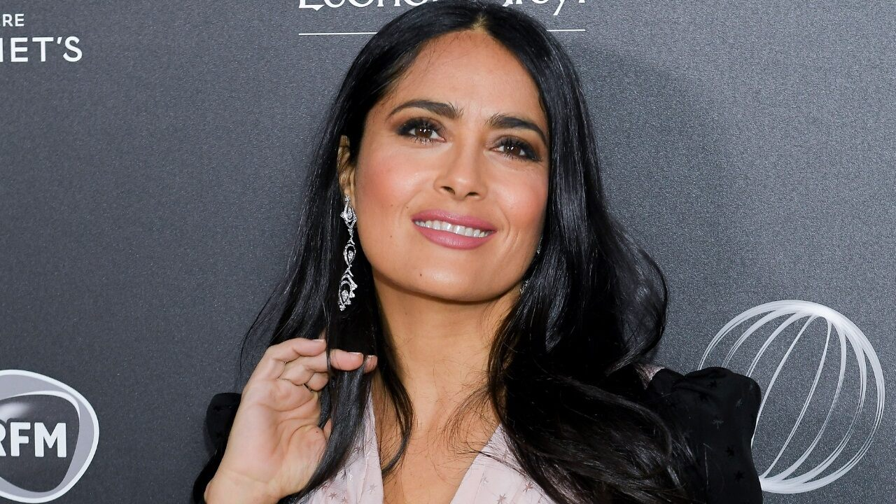 salma-hayek-dyes-her-hair-green-in-honor-of-mexican-independence-day Photo