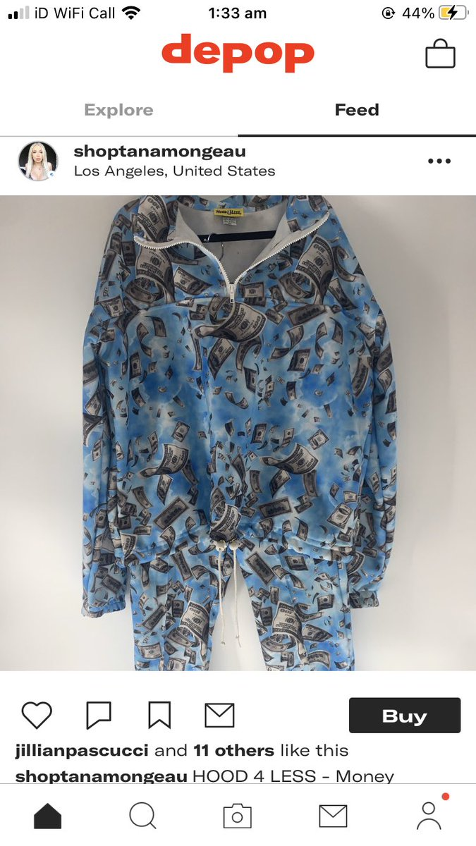 omg she's selling the billie tracksuit https://t.co/oeOtDOHTZi