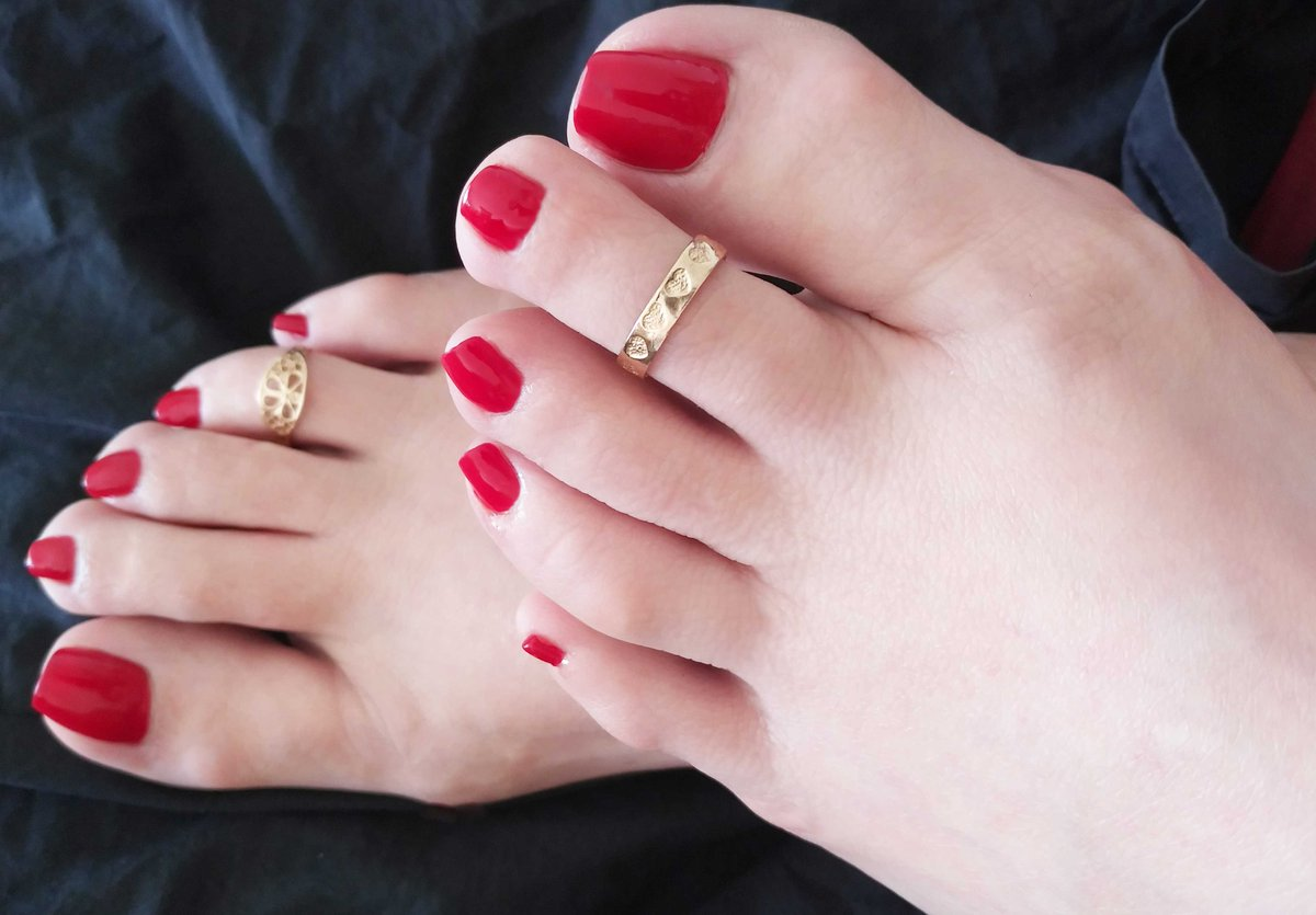 My Gold Toe Rings and Fresh Pedicure ❤️#fetish #footfetısh #worship @flf4mg @Sublimate2 @NJSessionGirls @TheFetUniverse @Warfare01JS @DirkHooper @Lady_Oyanka @BootSlave72 @RTcommuter @DCDominatrixes @AALegs_Puppy @lovefemfeet247 @BritFootBabes @Footrest48 @cravefemalefeet https://t.co/czTsEmU2Td