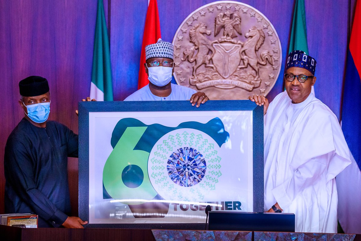 President @MBuhari today formally unveiled the Nigeria 60th Anniversary Logo at the State House. #NigeriaAt60 https://t.co/EBLuHYPTRk