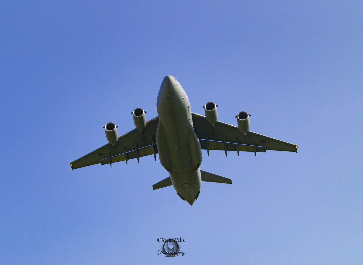 #C17Globemaster having just taken off from @RAFBrizeNorton on Monday. #C17 @RoyalAirForce #royalairforce #brizenorton #rafbrizenorton #globemaster #aviation #aviationdaily #aviationlover #AvGeek #potn @BoeingAirplanes #mcdonnelldouglas https://t.co/HP3NE32JCl