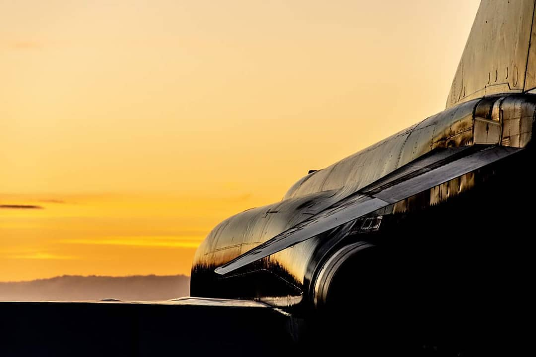 Sunset tonight over the incredible  McDonnell-Douglas Phantom FGR2... Sharing the runway with something just as potent... First phase finished... @royalairforceuk #runway #mclaren #mclarenhypercar #gumball3000 #gumballlife #gumballfamily #weare22 #torontotohavana #hypercars https://t.co/7O2AXYxJJF