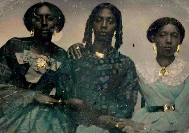 Given the last tweet, I wanted to share this. It's a tinotype photograph ftom 1856, of three unidentfied women from Harvard's collection. Note their style, and think about how black women are too often styled during that era when portrayed on film. https://t.co/jGH89cvL39