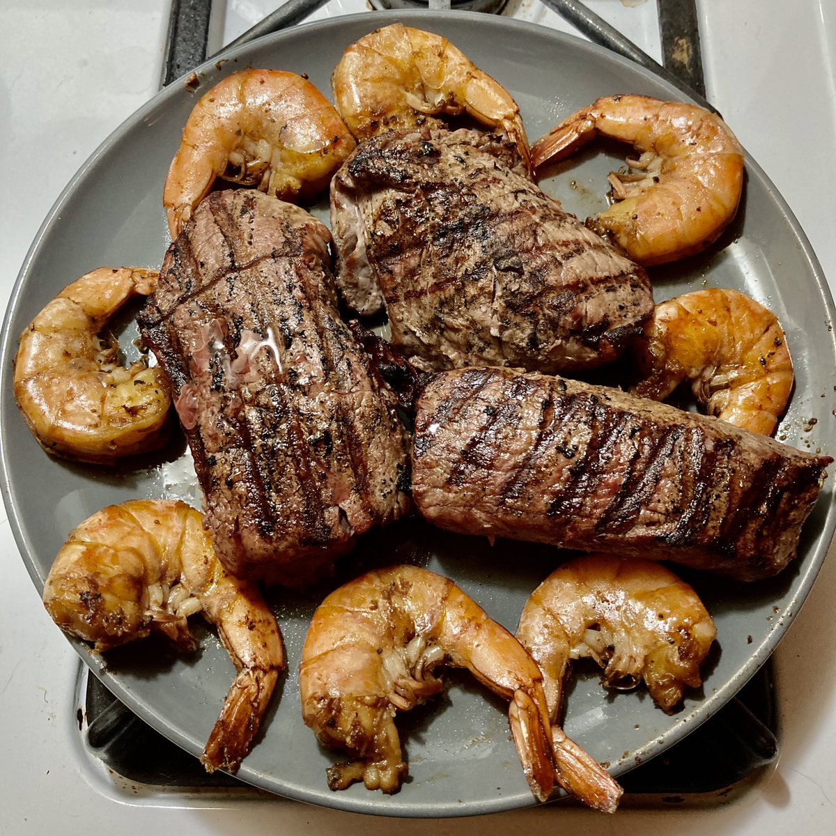 A little Wednesday night Surf and Turf on the old Weber Kettle. Steak and shell on shrimp marinated in soya sauce, olive oil, garlic, S&P and ginger. Hump day just got a whole lot better! #Kingsford #BBQ #Webergrills https://t.co/iJZFs3mzW9