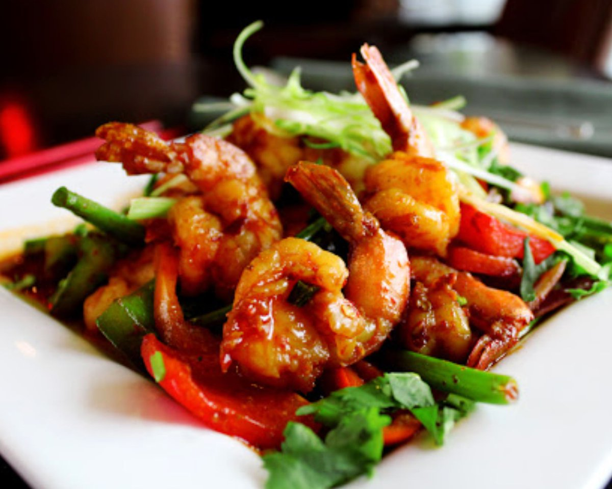 Want this shrimp all to yourself? We don't blame you for being a little shel-fish 😋🍤 . . #bombaychopsticks #bombaychopsticksbyindiahouse #IndianFood #ChineseFood #IndoChineseFusion #NapervilleIL #NapervilleRestaurant #NapervilleBusiness #NapervilleFood #ChicagoVegetarian #N ... https://t.co/jLWcomvEP3