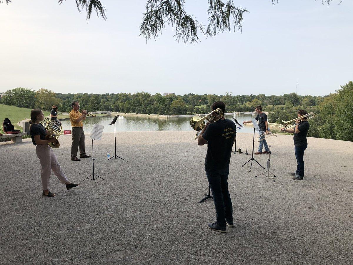 Surprise pop up concert on Art Hill in Forest Park. 🙌🏽 Brass quintet at 5pm tonight. @ForestPark4Ever