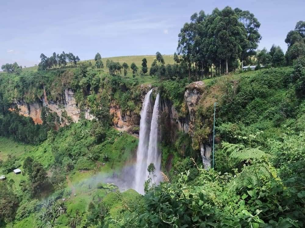 Sipi Falls is arguably the most beautiful chain of waterfalls in all of Uganda. #TourUganda https://t.co/KvmGsdfgEB