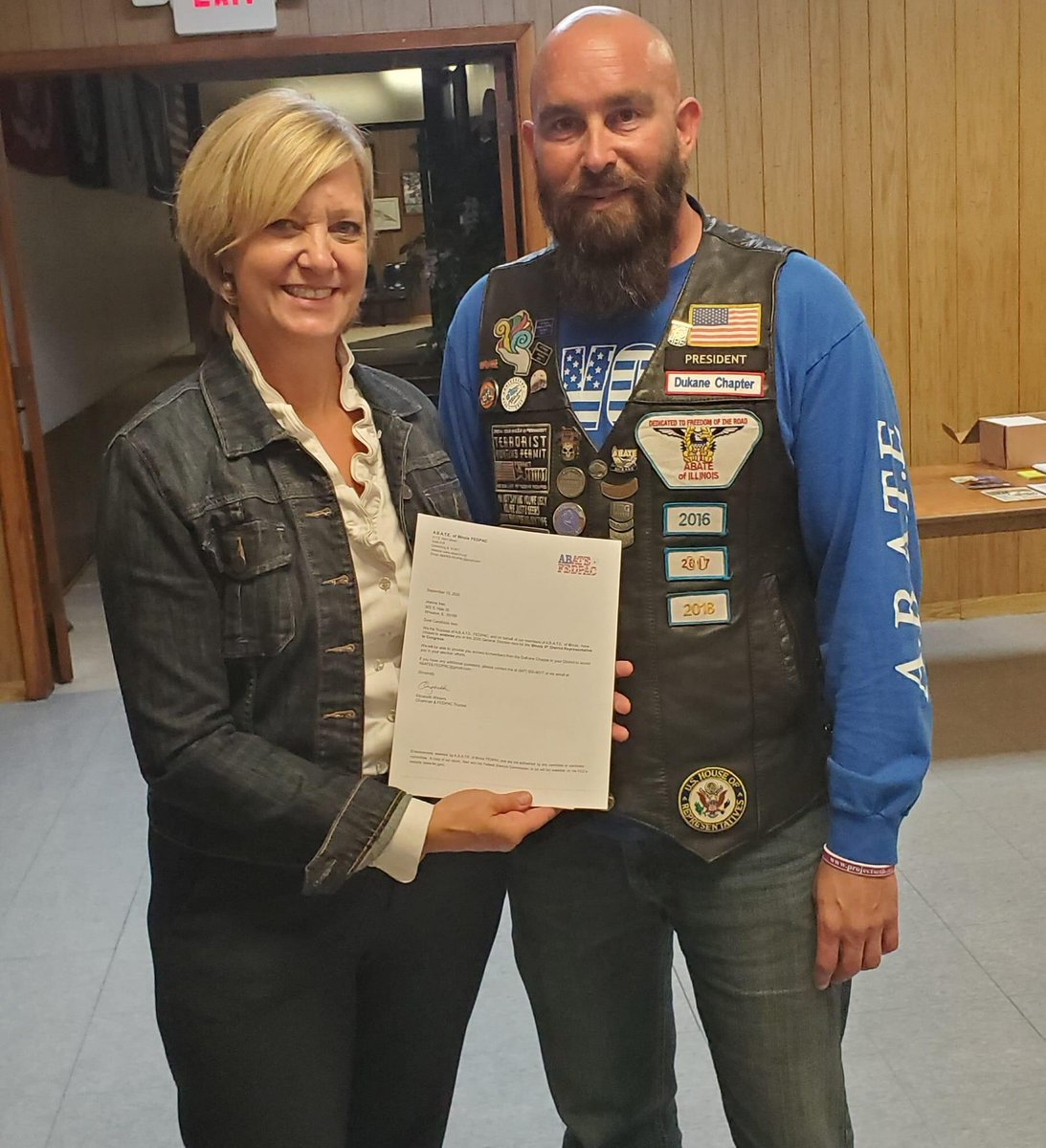 I was pleased to present @JeanneIves with her A.B.A.T.E. of Illinois endorsement letter and campaign donation last night at the @dukaneabate membership meeting. Jeanne is endorsed by A.B.A.T.E. of Illinois in the United States Congressional Race in #IL06. #twill #Vote2020 🇺🇸 https://t.co/iqtvTMoonu