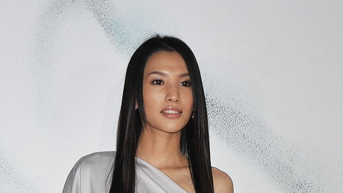 Japanese actress Sei Ashina, star of the historical arthouse drama 'Silk' and the cult television series 'Kamen Rider Hibiki,' has died at 36: https://t.co/eQk3caT6hA https://t.co/oW6sguRlwu