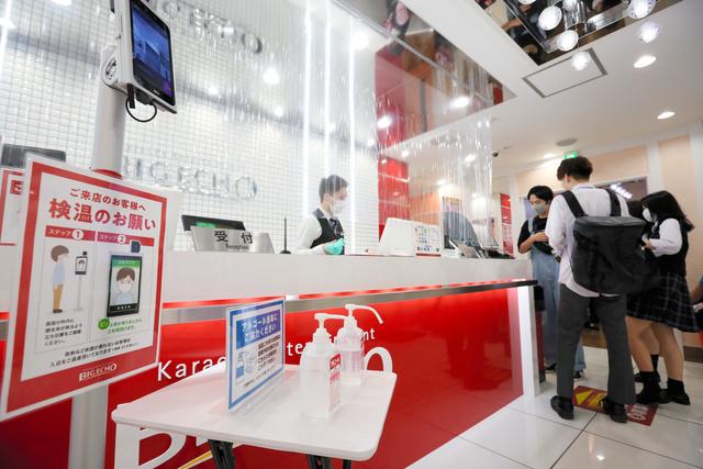 【苦境】カラオケ業界「もう限界」…コロナ禍で500店超が閉店全国で1割ほどの店舗が閉店を余儀なくされた。かき入れ時にあたる8月も、例年の3~4割ほどの売上に落ち込んだという。