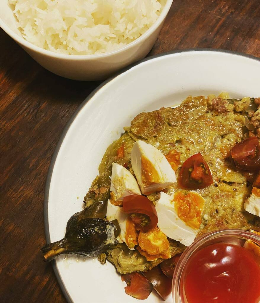 I made the #filipino torta with ground pork and salted egg & mini Kumato tomatoes on the side for #dinner . Our version of #torta is an omelette and this is an eggplant #omelette and best enjoyed with #jasminerice . Kain na! #tortangginiling #kanin #itlo… https://t.co/jZcEaOl3sy https://t.co/pDlFaSC6op