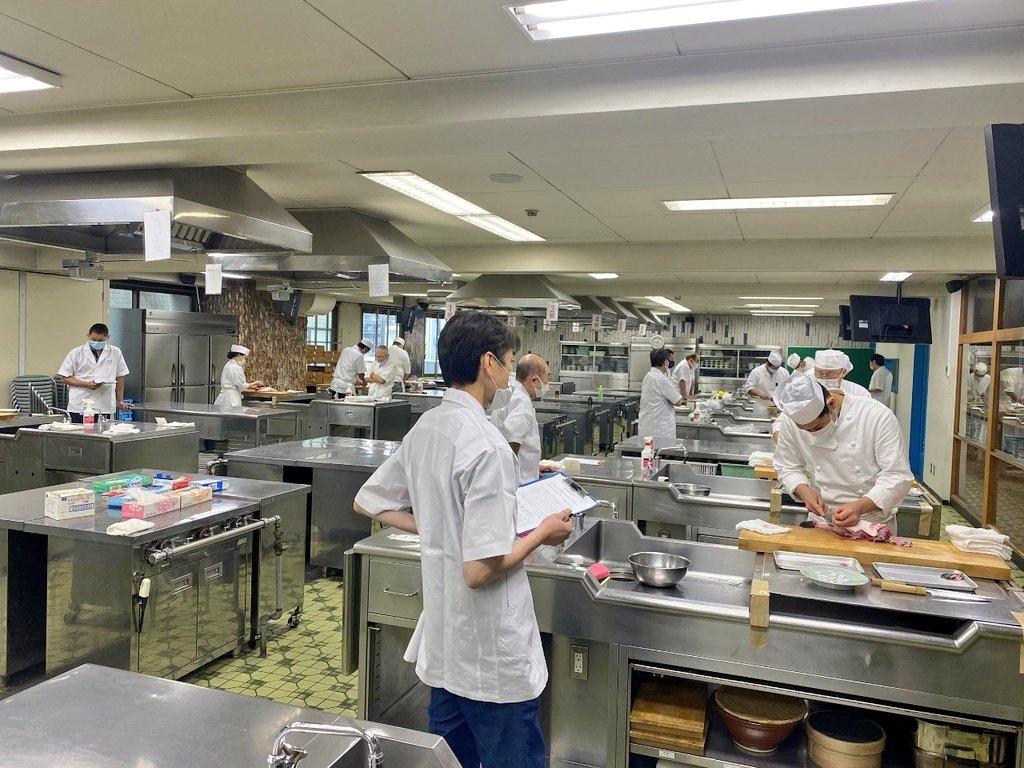 令和2年。模擬試験報告。受講者の皆様ご苦労様でした。関係各位の皆様ご協力ありがとうございました。 #東京 #和食 #河豚 #日本料理 #試験 #調理師 #伝統  #飲食店の灯りを消さない  https://t.co/jzwJ8Sc4WP https://t.co/6y5SstXm6e