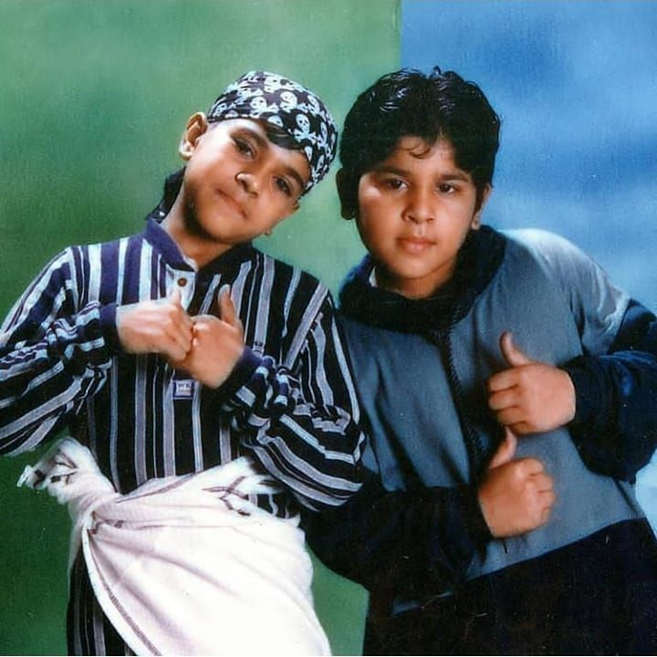 #ThrowbackThursday   The two cute MEGA cousins @AlwaysRamCharan and @AlluSirish look too cute in this childhood pic! Aren't they?🥰😘  #Throwback #thursdayvibes #MegaCousins #Ramcharan #AlluSirish #childhoodmemories #Ragalahari https://t.co/EHyuwZHqrc