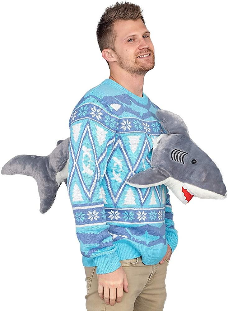 鮫が貫通しているセーター