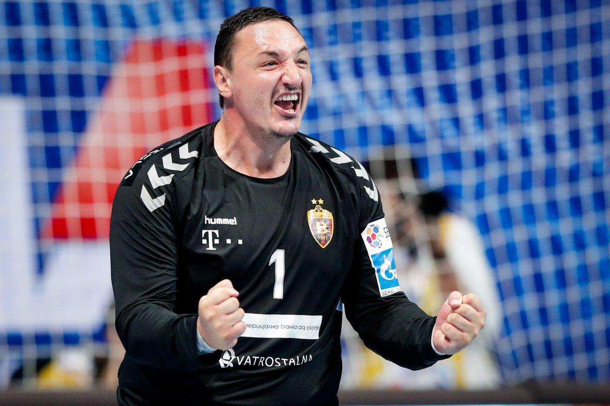 Borko Ristovski the HERO 🔥  1⃣6⃣ saves for @HCVardar in ✌️ #SEHAFinal4 matches ✔️  #SEHALeague #Gazprom #experiencehandball #HANDBALLISBACK #Throwback https://t.co/SoxGREX2Ls