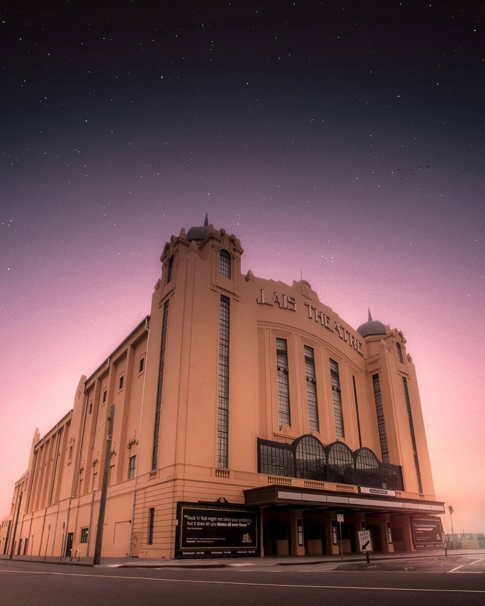 The iconic Palais Theatre in St Kilda 📸 via IG/bymarcusg #StaySafe https://t.co/eEQpIrOSeT