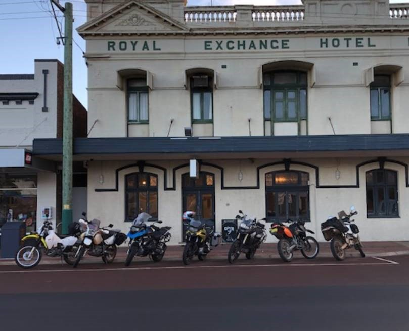 When the hotel was built these would have been horses, some thirsty riders on crop tour in Katanning, WA 🏍  #GBA #grainbrokersaustralia #agriculture #agribusiness #ruralbusiness #farming #farmers #AllthingsAgriculture #royal #hotel #katanning #wa #horses #motorcycle #crop #tour https://t.co/5XxnIw5J2M