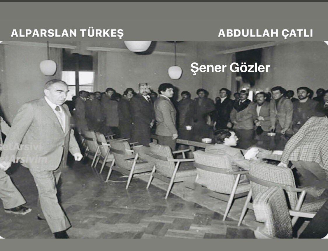 Şerefsizlere, ahlaksızlara, soygunculara, hırsızlara, Türk Milletini, Türklüğü hiçe sayanlara asla boyun eğmedim ve eğmeyeceğim. @AytugTasar 👏🏻 🇹🇷🇹🇷🇹🇷  Baş Veririz Boyun Eğmeyiz!  #AlpaslanTürkeş #MuhsinYazıcıoğlu #AbdullahÇatlı #AlaattinÇakıcı  #MHPTurkiyedirLiderSerefimizdir https://t.co/Gau99HVUUS