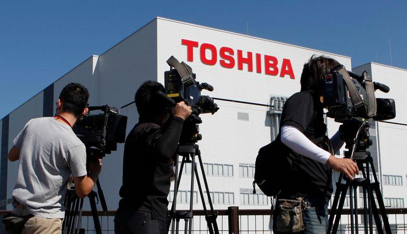 Breakingviews - Toshiba's chip IPO could short-circuit