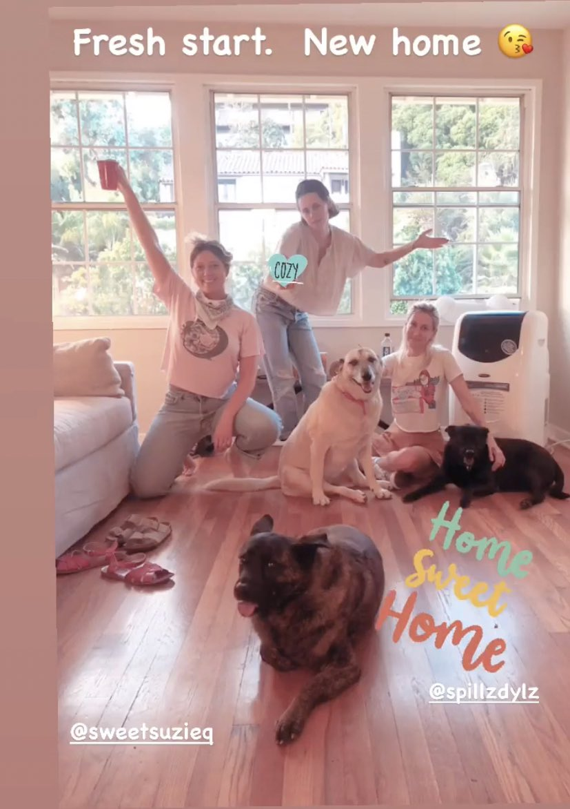 CJ แชร์รูปของ #KristenStewart ...  ว่าแต่บ้านหลังใหม่ที่ไหนหนอ  ... ใดๆคือ ดีใจได้เห็นหน้าลูกๆ ครบทีม สำคัญคือพี่ Bear .. คิดถึงงงหงึงงงงงงงง   Source : https://t.co/ZgKsyeSS1g https://t.co/WQ0oq9npwp