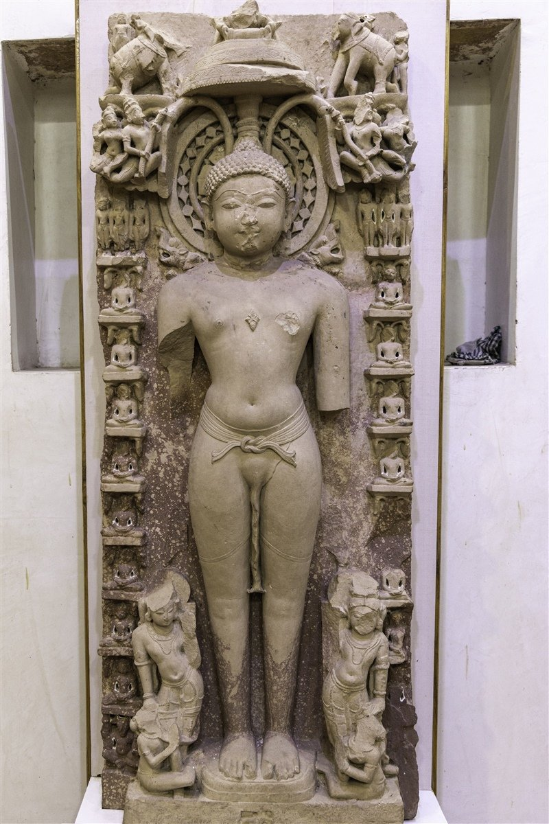More than 35 sculptures of tirthankaras & other deities of Jain panthean have been recovered from 'Bir Chhabili ka Tila' just near Akbar's famous  fort complex   Wonder what lays down beneath the entire fatehpur sikri which is endorsed  as a planned city build by Mugh@ls . https://t.co/9JaF9ceijY