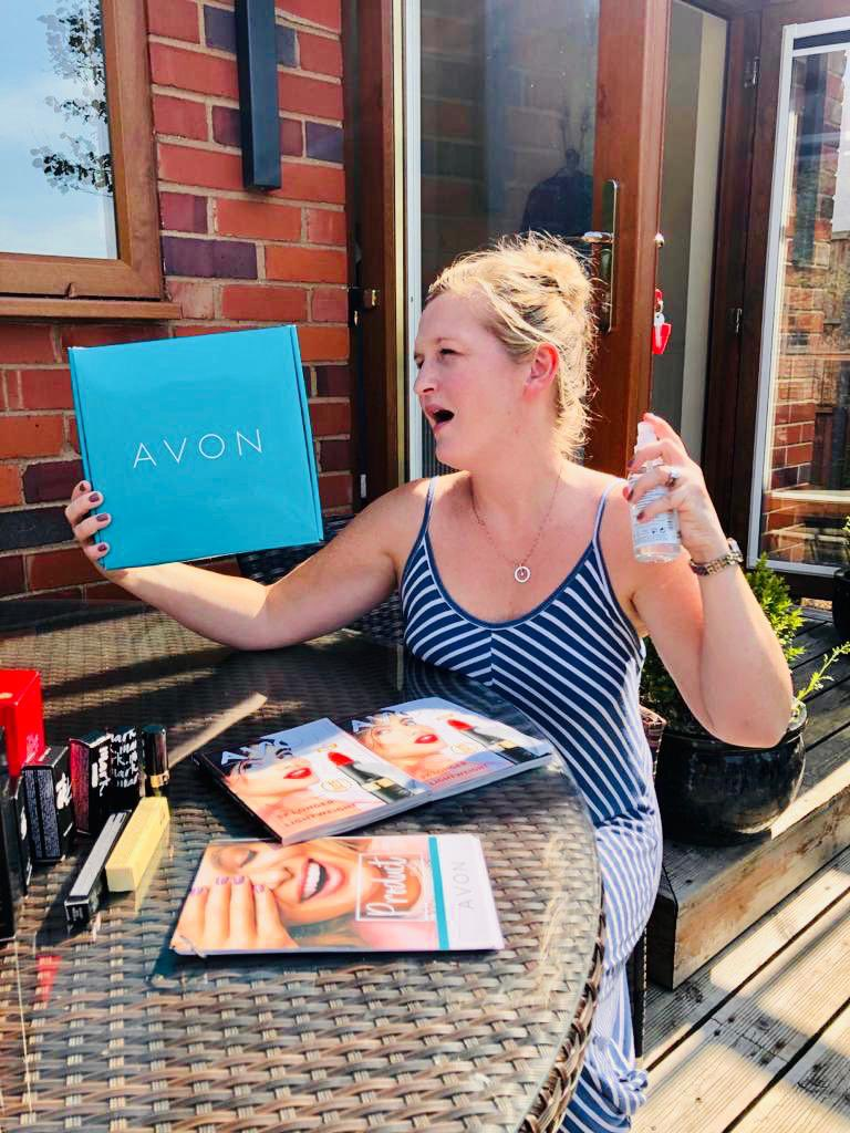 The Roisin's always wanted to be an Avon rep and has recently been accepted however she's only made one sale (to her sister in law) so she's got an idea to save her getting the sack that she will try on YOU after 8! https://t.co/itDhzSM8GZ