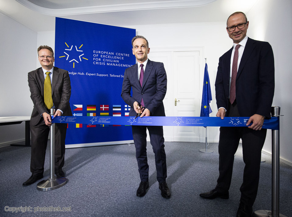 Watch at 10:00 AM live: opening event of the European Centre of Excellence for Civilian Crisis Management @coe_civ with @HeikoMaas in the Federal Foreign Office. #EU2020DE #EuropeUnited @VolkerJacoby @FlorenceGaub https://t.co/V4MFRPZfBy