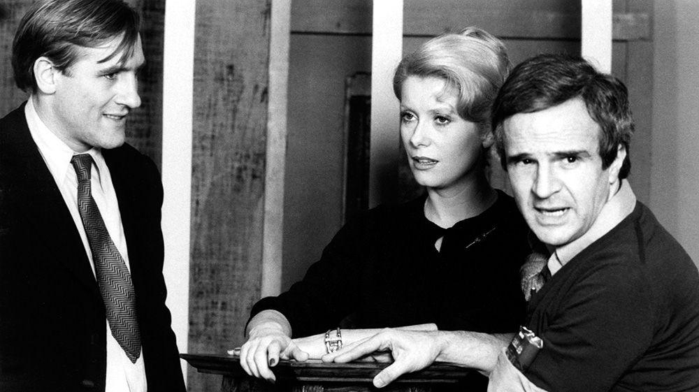 """Il y a 40 ans, sortait l'un des plus grands films de François Truffaut.  A cette occasion, découvrez deux ou trois choses que vous ne savez (peut-être) pas sur """"Le dernier métro""""  cc @Anne_A09 @VinceJosse   https://t.co/8NEOOEezDD https://t.co/9a03L2h1LZ"""