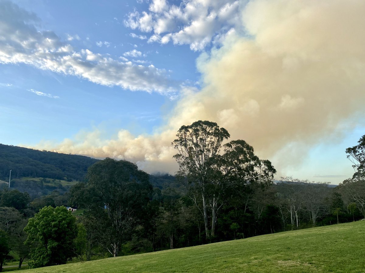 Firefighters are completing a number of hazard reduction burns across the state today including a number around Sydney. A southerly change moving up the coast help clear most of the smoke from the Sydney area. Further burns are programmed later this week. #NSWRFS https://t.co/N7pa17IRmL